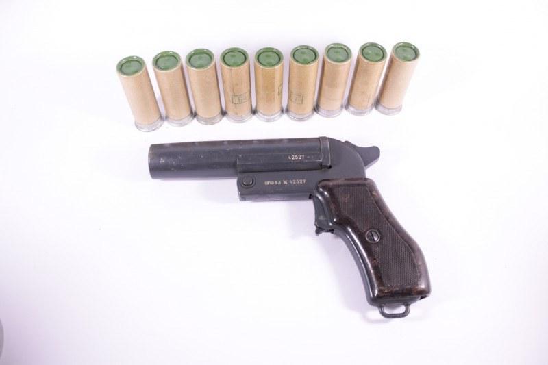 Сигнальный пистолет (ракетница) СПШ-44 Чехия + 9 осветителей