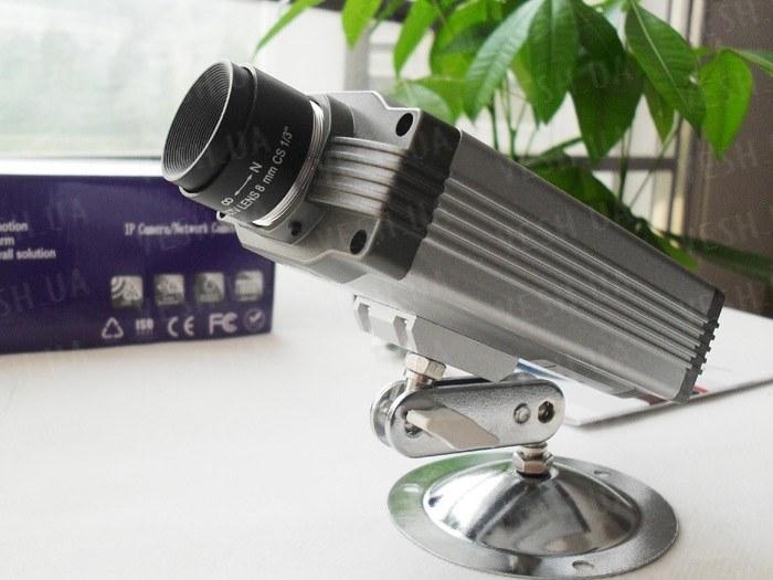 Беспроводная Wi-Fi внутренняя цветная IP видео камера с ИК подсветкой (модель FOSCAM FI8902W)