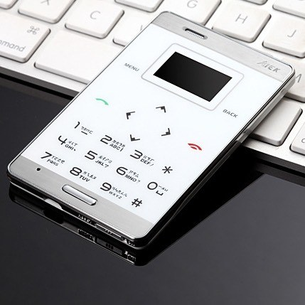 Самый маленький мобильный телефон кредитка AIEK M3